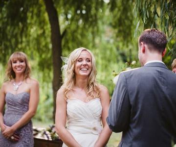 Una guía de expertos para escribir los votos para tu boda